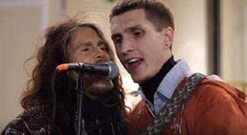 """路上ライブで""""エアロスミス""""を熱唱する青年の前に、まさかの本人登場で鳥肌が止まらない!!"""