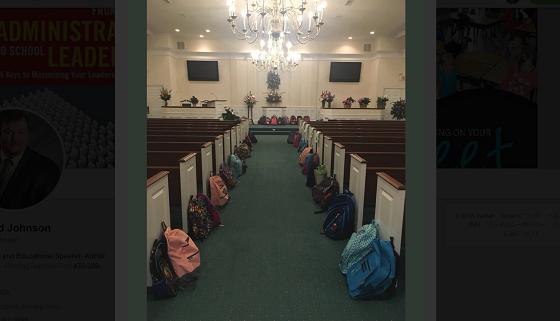 ある教師の葬儀にたくさんのリュックサックが並べられた理由に胸を打たれる...