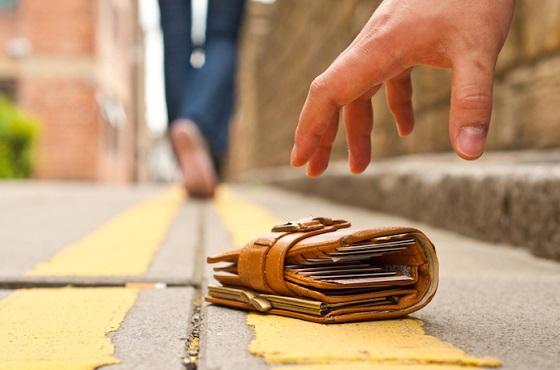 あるモノを財布に入れていたら、落としてしまった時に高確率で返ってくる?!財布を拾った人が持ち主に返そうと思う理由とは!!