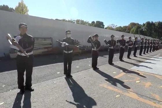 自動小銃を使った防衛大学校儀仗隊の「波」という技が凄すぎる!!