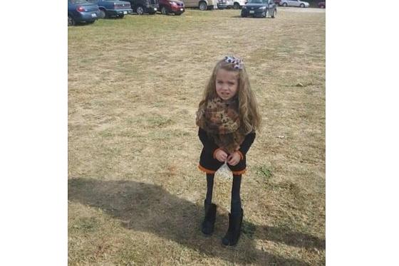 さあ、みんなで考えよう♪ この少女がとっても足が細い理由はなんでしょう???