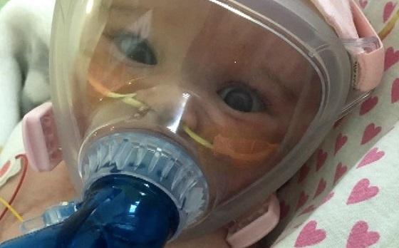 心臓切開手術とコロナウイルス感染から奇跡的に生還した赤ちゃんの話に涙があふれる...
