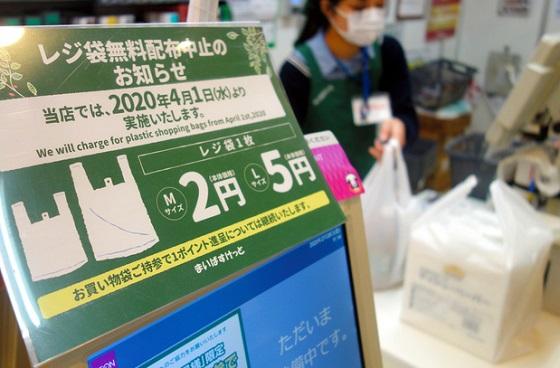 日本でレジ袋の削減って本当に必要?コンビニのレジ袋の有料化で起きてしまいそうな問題とは...