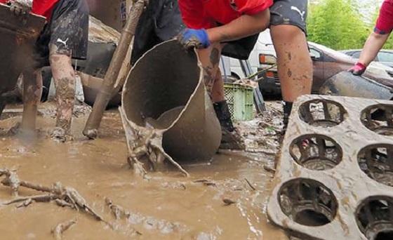"""浸水被害があった後の泥かきで""""絶対やってはいけないこと""""とは..."""