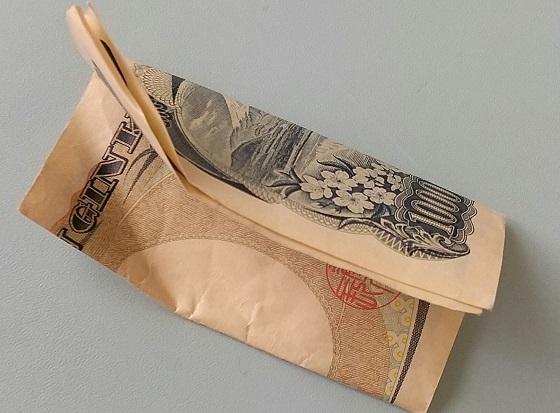 見知らぬおばあちゃんからもらった千円札にまつわるエピソードに感動!!