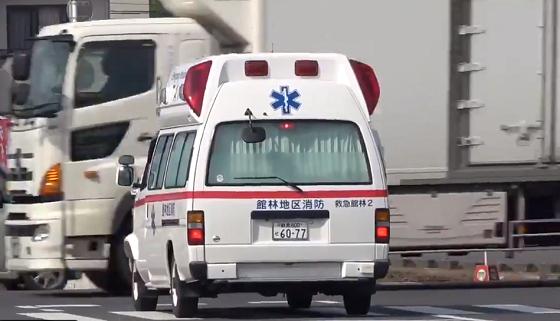 「なぜ止まらない?」救急車がサイレンを鳴らしながら走っているのに...