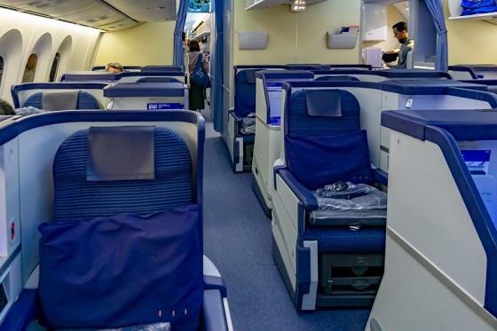 ANAの飛行機内で赤ちゃんに対し悪態をついた男性へのCAの対応が素晴らしすぎる!!