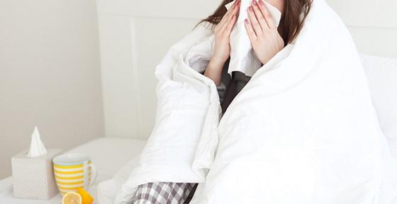 医師が教える『熱が出たら厚着して、布団かぶって汗をいっぱいかいて解熱する』は間違い?!