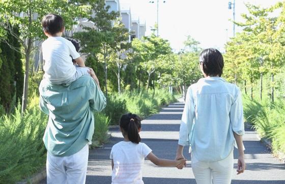 """""""子どもにとって幸せな家庭""""というのは裕福な家庭でも親が高学歴な家庭でもなく..."""