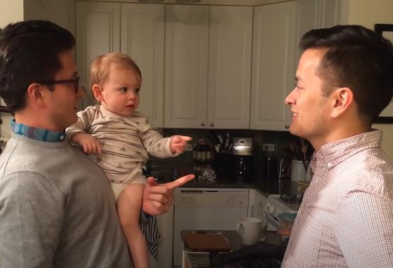 パパの双子の兄弟に会ったときに赤ちゃんの反応が可愛すぎる!!