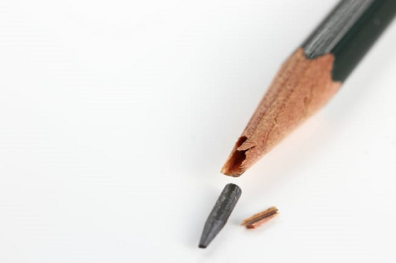 小3の女の子がクラスの男子に鉛筆を刺されたエピソードに胸を痛める...