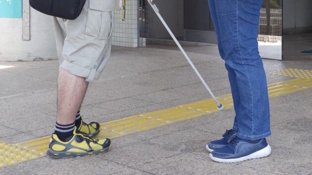 """全盲の方が投稿した""""全盲の人が歩行するときの手伝い方""""とは!!"""
