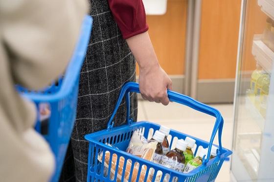 スーパーでレジに並んでいるときに「急いでるから」と横入りされた女性の対応とは...
