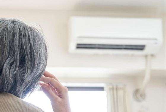 「エアコン嫌いで...」と暑い部屋でも高齢者がエアコンをつけない本当の理由は...