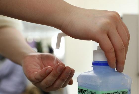 病院でおじさんがアレルギーの息子に消毒液を噴射したエピソードにゾッとする...